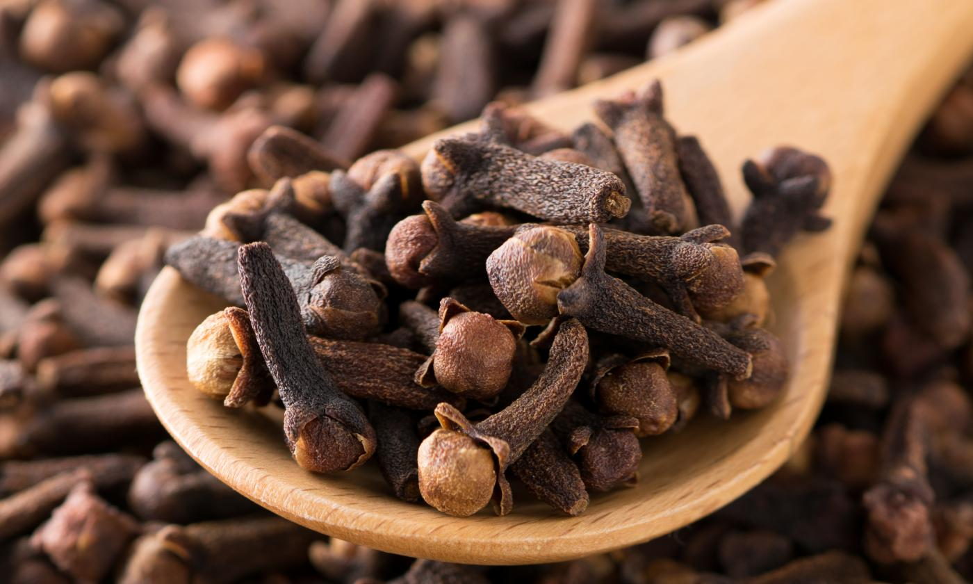Clove producer in Indonesia is the best national spice barn